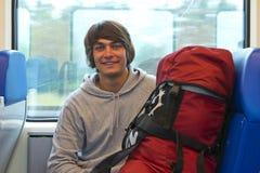 Viaggiatore con zaino e sacco a pelo fotografie stock libere da diritti