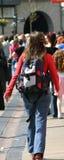 Viaggiatore con zaino e sacco a pelo Immagine Stock Libera da Diritti