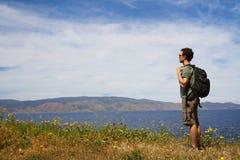 Viaggiatore con zaino e sacco a pelo Fotografia Stock