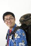 Viaggiatore con zaino e sacco a pelo asiatico amichevole Immagini Stock Libere da Diritti