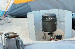 Viaggiatore del bruciatore a gas, insieme di cottura turistico fotografia stock