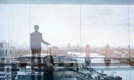 Viaggiatore di affari, doppia esposizione Fotografia Stock
