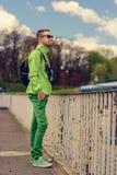 Viaggiatore maschio con lo zaino Immagine Stock Libera da Diritti