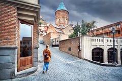 Viaggiatore a vecchia Tbilisi immagini stock libere da diritti
