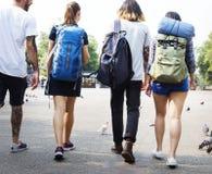 Viaggiatori con zaino e sacco a pelo in Chiang Mai Thailand fotografia stock