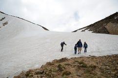 Viaggiatori con zaino e sacco a pelo in Colorado Immagine Stock