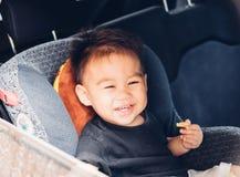 Viaggio asiatico del neonato nella sede di automobile fotografia stock libera da diritti