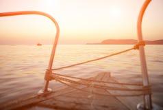 Viaggio, avventura, barca, nave, mare, spiaggia, oceano, tramonto, caldo, bello Immagine Stock Libera da Diritti