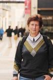 Viaggio caucasico senior felice della donna Fotografia Stock