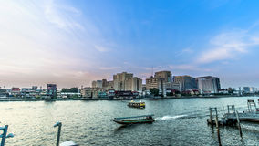 Viaggio dal giro del trasporto della barca al fiume Bangkok Tailandia di Chopraya fotografia stock