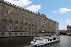 Viaggio del fiume del traghetto immagini stock