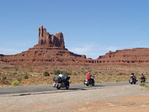 Viaggio del motociclista nel deserto Fotografie Stock Libere da Diritti
