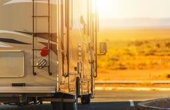 Viaggio del veicolo rv di ricreazione immagine stock