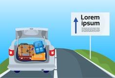 Viaggio dell'azionamento di vacanza in macchina, veicolo di viaggio della famiglia sull'itinerario della strada con le valigie de illustrazione di stock
