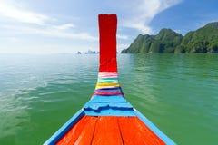 Viaggio della baia di Phang Nga sul crogiolo tradizionale di coda lunga Fotografia Stock