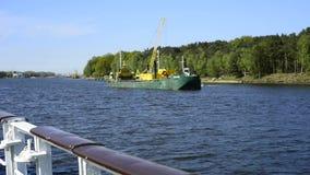 Viaggio della barca sul canale di Piast stock footage