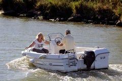 Viaggio della barca sul canale du Rhone in Aigues-Mortes Fotografia Stock Libera da Diritti