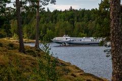 Viaggio della barca sul lago fotografie stock libere da diritti