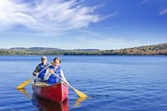 Viaggio della canoa della famiglia Fotografia Stock