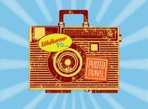 Viaggio della foto Macchina-valigia d'annata Retro manifesto di stile di lerciume Illustrazione di vettore Immagini Stock