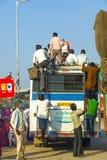 Viaggio della gente in bus terrestre a Fotografie Stock