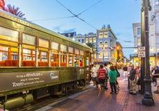 Viaggio della gente con il vecchio tram famoso Fotografia Stock