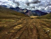 Viaggio della montagna dell'arcobaleno fotografia stock libera da diritti
