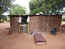 Viaggio dello Zambia delle capanne del villaggio dell'Africa fotografia stock libera da diritti