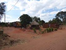 Viaggio dello Zambia delle capanne del villaggio dell'Africa fotografie stock