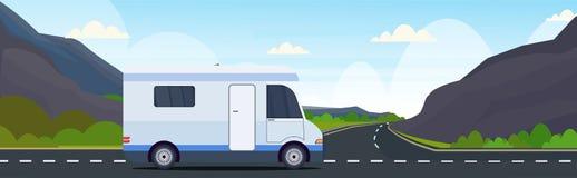 Viaggio di automobile del caravan paesaggio di campeggio delle montagne della natura di concetto del veicolo ricreativo di viaggi illustrazione vettoriale