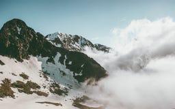 Viaggio di estate del paesaggio delle nuvole e di Rocky Mountains Immagini Stock Libere da Diritti