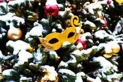 Viaggio di festival di Mosca al Natale Gli alberi illuminati del nuovo anno su Manezhnaya quadrano davanti al museo storico Immagini Stock Libere da Diritti