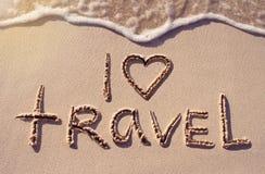 viaggio di parola scritta sulla sabbia Immagine Stock