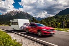 Viaggio di vacanza di famiglia, viaggio di festa nel motorhome rv, caravan Ca Immagini Stock