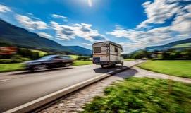 Viaggio di vacanza di famiglia, viaggio di festa nel motorhome rv, caravan Ca Fotografie Stock Libere da Diritti