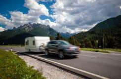 Viaggio di vacanza di famiglia, viaggio di festa nel motorhome rv, caravan Ca Immagine Stock