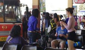 Viaggio di viaggiatore con zaino e sacco a pelo in Tailandia Fotografia Stock