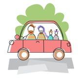 Viaggio felice dell'azionamento dell'automobile dei bambini dei genitori due della famiglia Immagine Stock Libera da Diritti