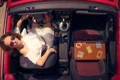 Viaggio felice della donna in macchina immagine stock libera da diritti