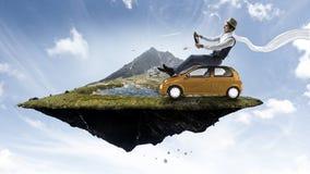 Viaggio felice sul veicolo del giocattolo immagini stock libere da diritti