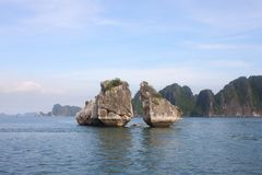 Viaggio nella baia di Halong Il mare ed il cielo blu sulla barca Halong C Fotografia Stock Libera da Diritti