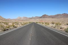 Viaggio stradale attraverso il lago Mead National Recreation Area Fotografie Stock Libere da Diritti