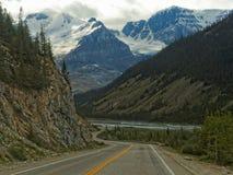 Viaggio stradale attraverso il parco nazionale di Banff Fotografie Stock Libere da Diritti