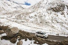 Viaggio stradale del caravan di Chang La Pass all'più alta strada motorable terzo nel mondo Ladakh Fotografie Stock Libere da Diritti