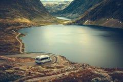 Viaggio stradale scenico del campeggiatore di rv fotografia stock libera da diritti