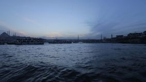 Viaggio in Turchia, navi a vapore che trasportano i turisti ed i cittadini fra le banche video d archivio