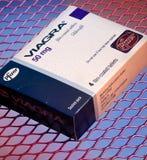 Viagra riduce in pani - sussidi del sesso - la disfunzione erettile Fotografia Stock