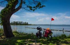 VIAJANTE BICYCLING DA AVENTURA imagens de stock