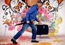 Viajante de bilhete mensal do homem, grafitti urbano Fotografia de Stock