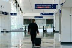 Viajante de negócio no terminal Imagem de Stock Royalty Free